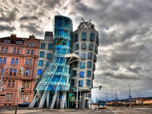Танцующий дом в Праге (фото)